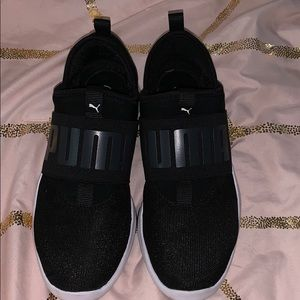 Black PUMA shoes W. 8.5